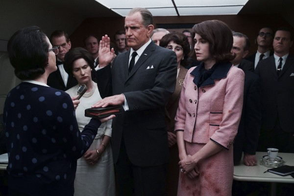 lbj-woody-harrelson-jennifer-jason-leigh-600x401